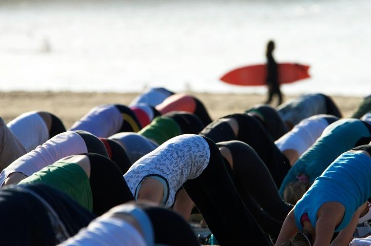 yoga_at_dawn_on_bondi_beach